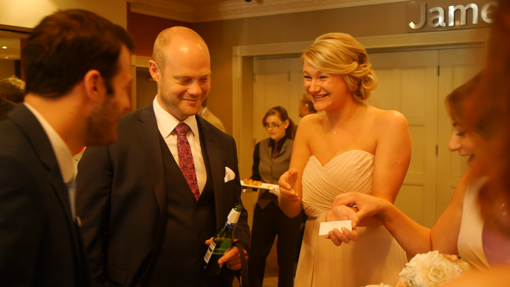 Bridesmaid cannot believe Wedding Magician Aaron Calvert knew exactly what she was thinking