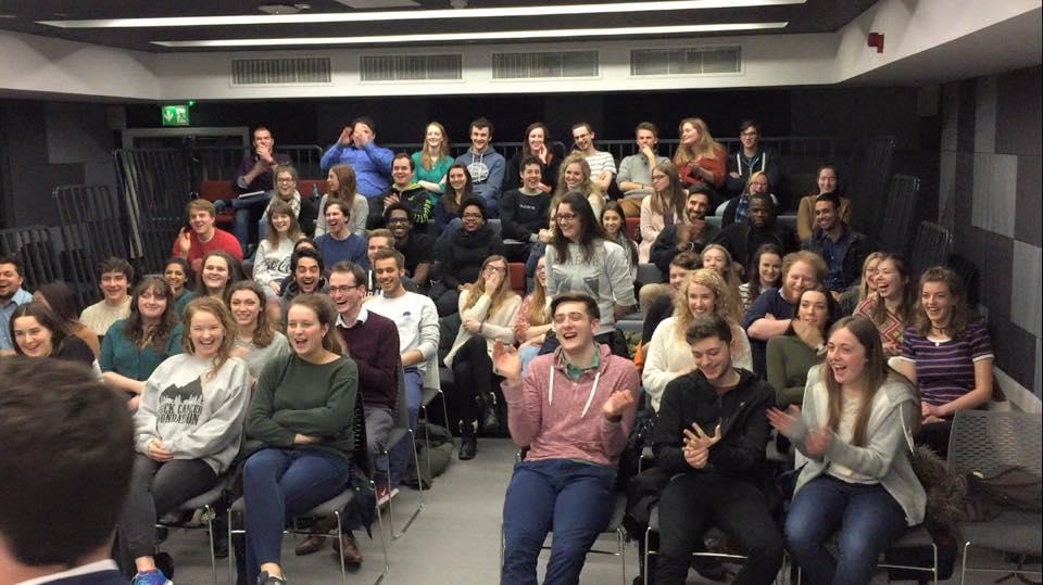 Edinburgh Fringe magic crowd applauding