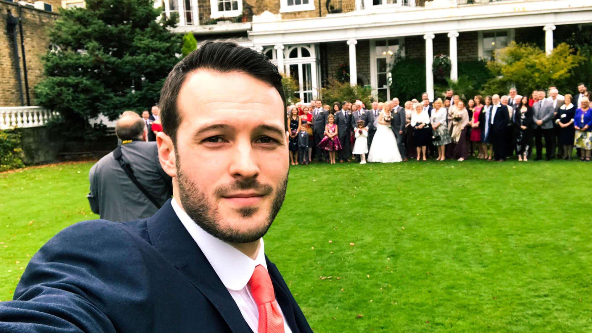 manchester wedding magician aaron calvert taking a selfie
