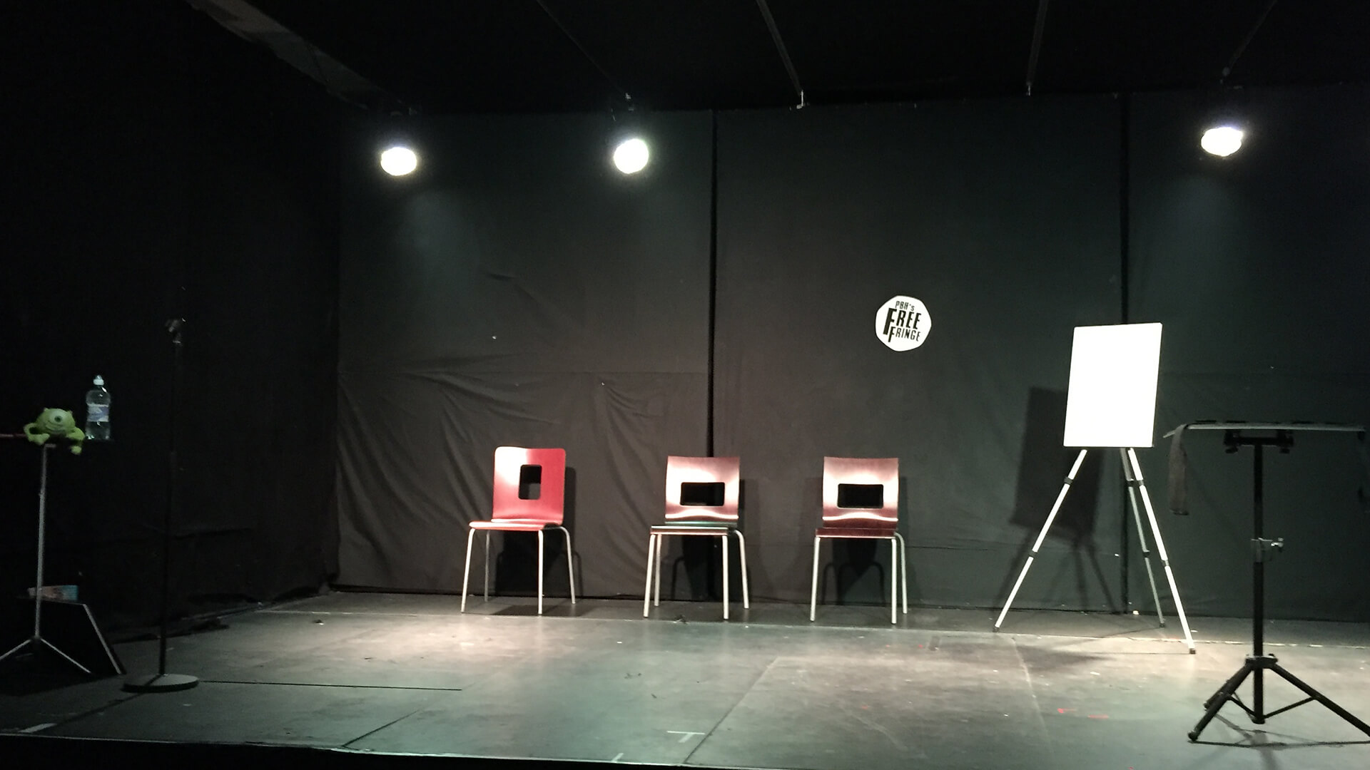 plain stage set up mind games for stage entertainment